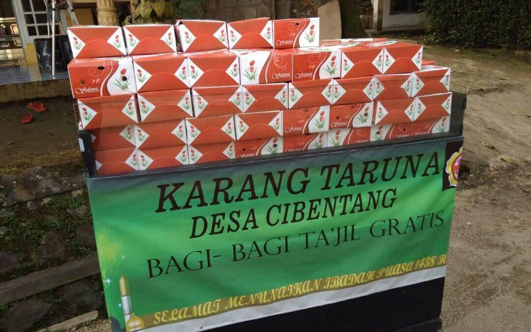 Desa Cibentang; Karang Taruna Bagi-Bagi Ta'jil Gratis