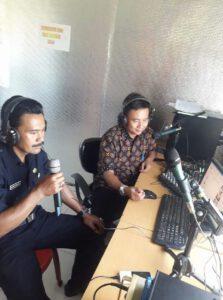 Talk Show Narasumber Camat Kadudampit Drs.Jenal Abidin (batik) dan Kades Citamiang Ajang Syihabudin